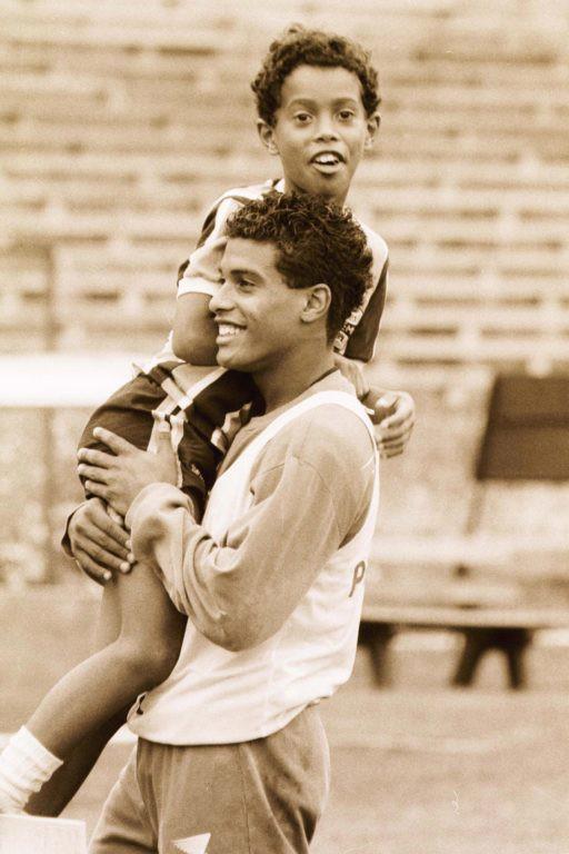 Lá thư cho bản thân của Ronaldinho: 'Đừng đá bóng, hãy chơi bóng'-2