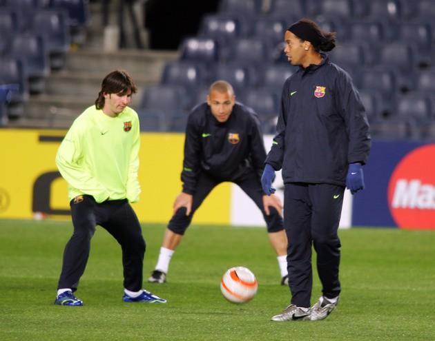 Lá thư cho bản thân của Ronaldinho: 'Đừng đá bóng, hãy chơi bóng'-8